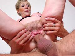 Busty mature's pussy deserves to be creampied