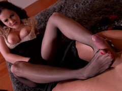 Intense Experience: Foot Sucking Gentleman Fucks Leggy Babe