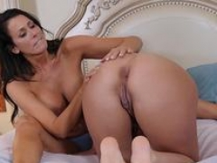Breasty milf les licked
