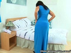 British soccer mom Lelani strips off and masturbates in stockings