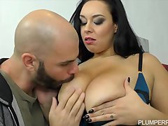 Euro Along with Sized Beauty Anastasia Lux Makes Plumperpass Debut