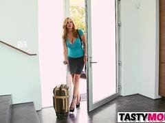Making love Mind-blowing Stepmom And besides His Female friend