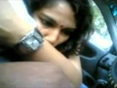 Smart Indian Chick Doing Blowjob to Her BF Cock in Car.- hotcamgirls.in