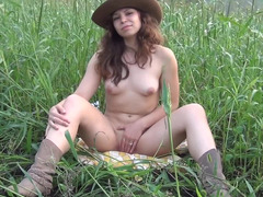 Sunny gladen is a nice place for stripping and blowjob