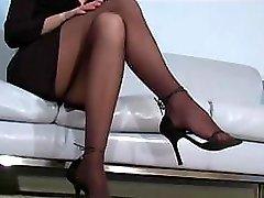 Office bitch Faith Leon in stockings