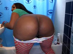 Ebony babe opens her fuck hole so it would get penetrated deeply