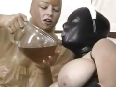 Piss-Exzesse im Gummi ( 9 )