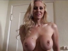 Ultimate Mom i`d like to fuck Julia Ann is stripping naked and additionally trying on lingerie!