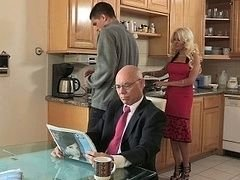 Cheating hot stepmom has an intercourse for breakfast