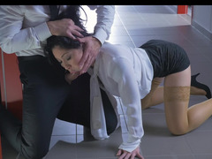 A big ass brunette that loves cock is on her knees, doing sucking