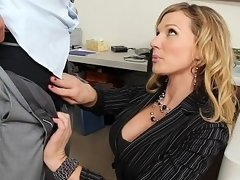Blonde co-worker apologizes to him & offers her vag