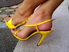 Yellow shoe long toes