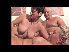 ambidextrous mature 4some having fun !