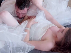 Slinky bride is engaged in pounding with her lover