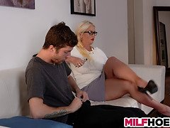 Stepdaughters boyfriend gets seduced by mom video