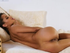 Tanned sexpot is naked and ready to play solo with her cunny