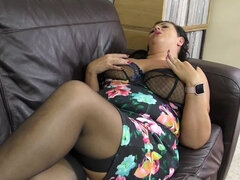 British curvy housewife playing with herself