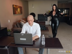 Big Butts Like It Big (Brazzers): Busting On The Burglar