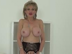 Unfaithful british aged dame sonia exposes her heavy puppies
