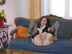 Kinky british whore blows