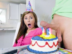 Carolina Sweets gets for her birthday the big dick to suck