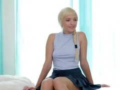 Netgirl Eliza v Amira - competitive sexuality at it`s finest