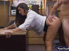 Big butt amateur screwed at the pawnshop