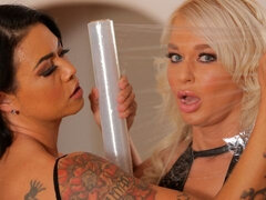 Two babes London River and Dana Vespoli are enjoying double penetration