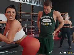 Sporty brunette mature Romi Rain gets fucked in the gym