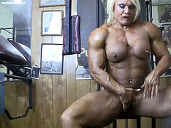 powerful nude bodybuilder displays her big clit in the gym