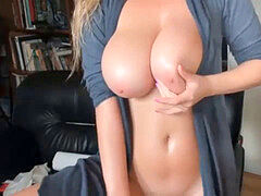 sizzling mummy With Natural Big breasts