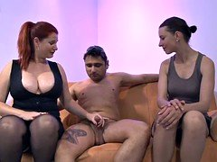 Pussy-on-face threesome