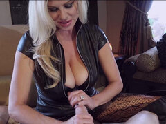 Super hot cougar Kelly Madison loves it wet and sticky