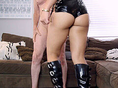 domina An Li punches nuts of miserable slave
