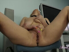 Linda Kinky Housewife Masturbation