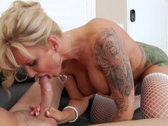 Blonde mom i`d like to fuck with love bubbles loves to receive an anal pounding