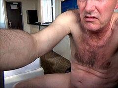 Szép mell zuhany alatt