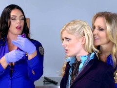 Three hot dames are having an intercourse each other in the office chapter