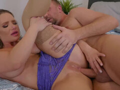 Cali Carter cheats on her husband with a hung neighbor